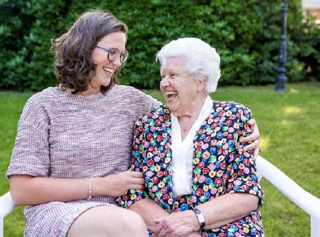 Jolien Lootens-Stael en haar oma Marie-Madeleine Ampe. © Davy Coghe